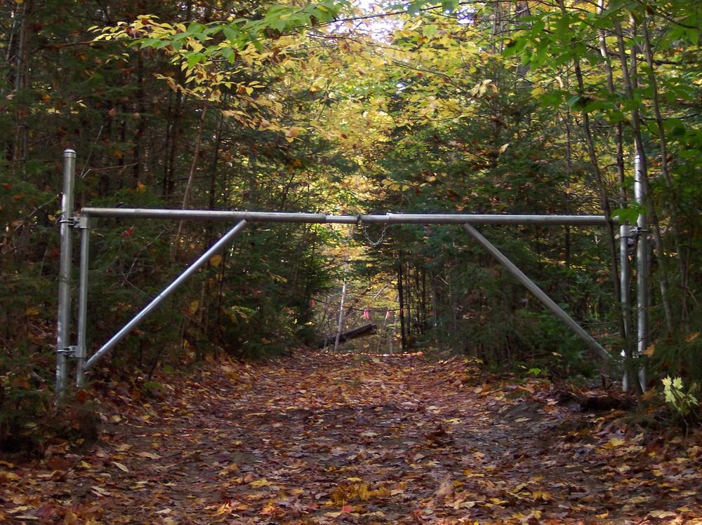 Barrier Gates Round Hill Fence