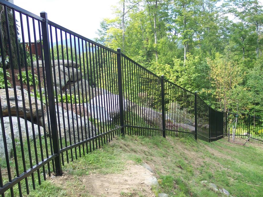 Ornamental steel aluminum round hill fence