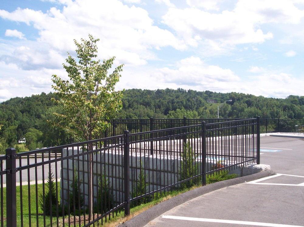 Ornamental Steel & Aluminum - Round Hill Fence