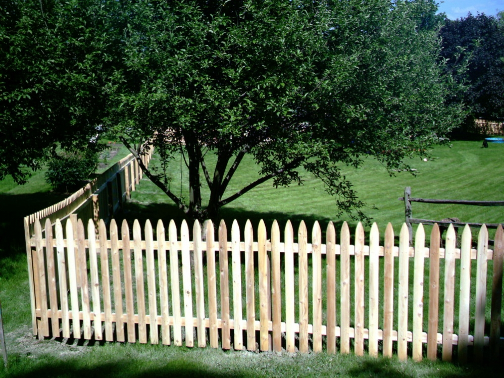 Picket Fences Round Hill Fence
