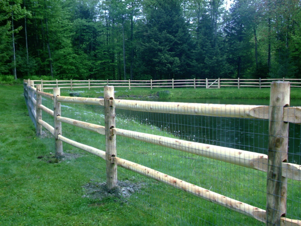 Round cedar hill fence