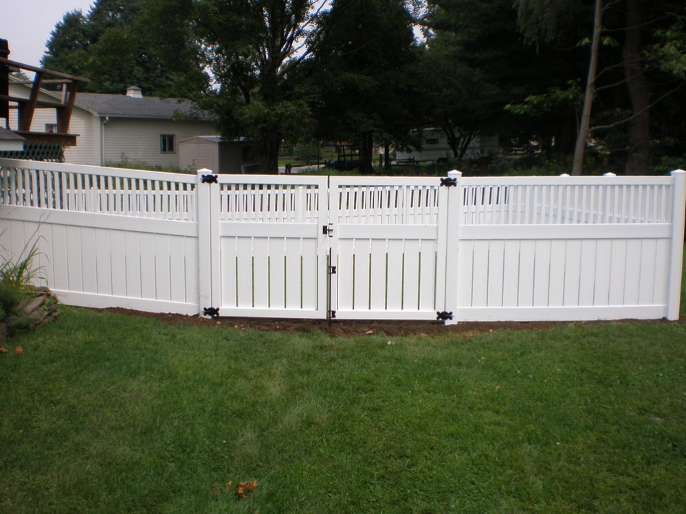 Vinyl Fence Gallery - Round Hill Fence